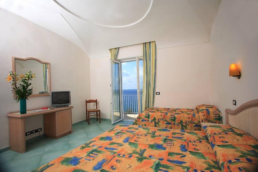 Hotel albatros forio italy via giovanni mazzella 102 for Tassa soggiorno ischia