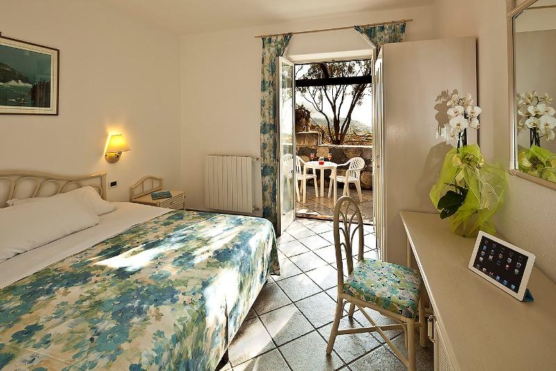Punta chiarito resort forio italy via sorgeto 51 for Tassa soggiorno ischia